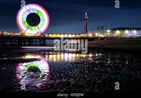 Fylde Coast, Lancashire, UK. 25. Oktober 2017. Die jährliche Blackpool Illuminations up The Fylde coast in Lancashire - Stockfoto