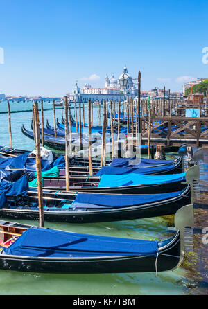 Italien Venedig Italien günstig Gondeln auf dem Canal Grande Venedig, Riva degli Schiavoni Venedig Italien eu Europa
