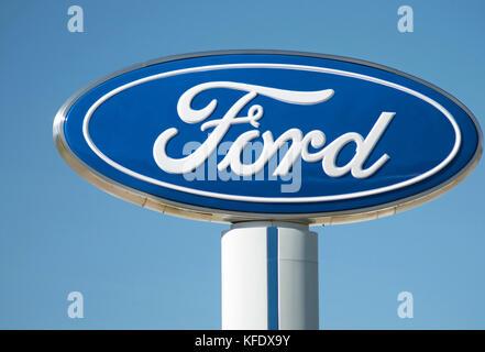 Ford Motor Company Zeichen bei einem Händler - Stockfoto