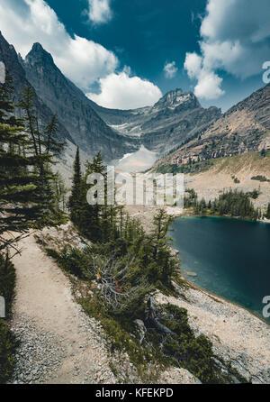 Mount Sattel und Lake Agnes - Stockfoto