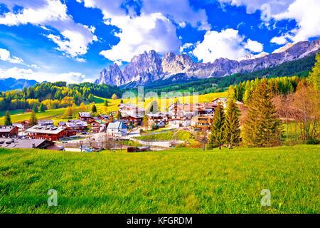 Schöne Landschaft von Cortina d'Ampezzo in den Dolomiten Alpen, Region Venetien, Italien - Stockfoto