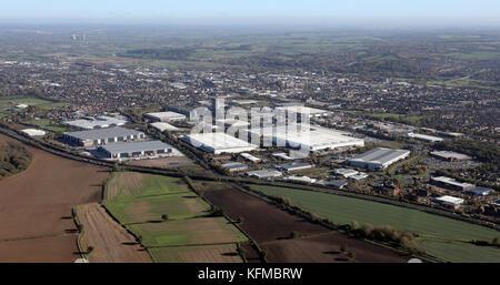 Luftaufnahme der Industrie an der Südwestseite von Burton-on-Trent, Großbritannien - Stockfoto