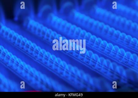 Propan Flamme innerhalb von Gas Kessel Ofen Stockfoto, Bild ...
