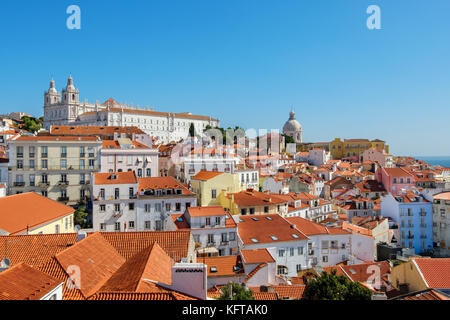 Alfama von miradouro de Santa Luzia gesehen. in Lissabon, Portugal - Stockfoto