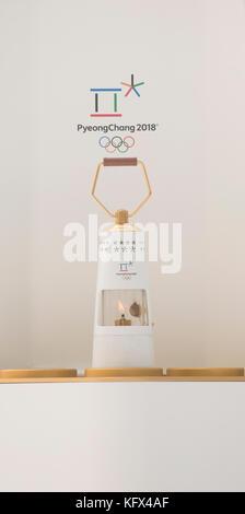 Die olympische Flamme, Nov 1, 2017: Die olympische Flamme aus Griechenland ist nach seiner Ankunft am internationalen - Stockfoto