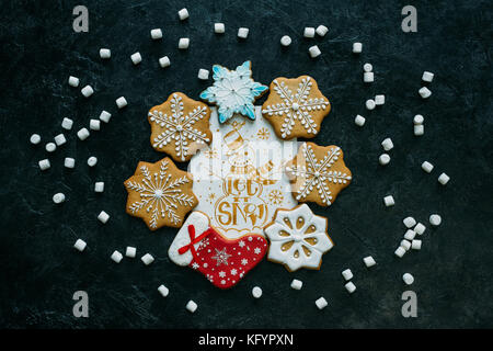Weihnachtskarte und Lebkuchen - Stockfoto
