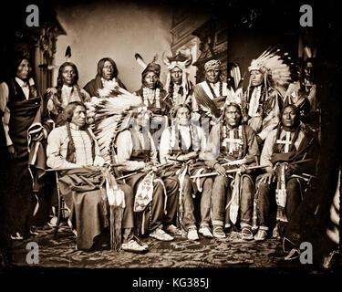 Titel: Red Cloud und Indianer. Ständige - Red Bear (Söhne sind?), junge Mann Angst vor seinem Pferd, gute Stimme, - Stockfoto
