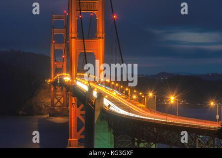 Golden Gate Bridge bei Nacht - Stockfoto