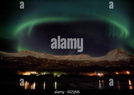 Aurora borealis über mt Esja, Reykjavik, Island - Stockfoto