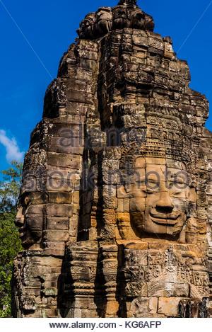 Der Bayon (Angkor Thom), wie eine Pyramide geformt, dieser symbolischen Tempel - Berg verfügt über 54 Türme, mit - Stockfoto