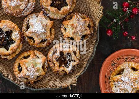 Traditionelle hausgemachte Kuchen hacken. Weihnachten Backen - Stockfoto