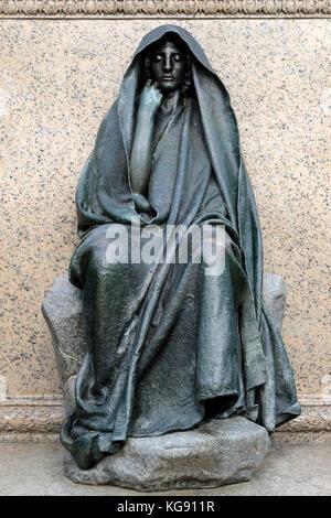 Die Adams Memorial, Bronze Skulptur, amerikanische Künstlerin Augustus Saint-Gaudens, im Rock Creek Cemetery in - Stockfoto
