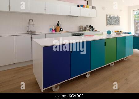Bewegliche Kücheninsel Auf Lenkrollen; Bewegliche Küche Insel Auf Rollen,  Retro Design In Ombre Farben Mit Silestone Quarz Arbeit Oberfläche