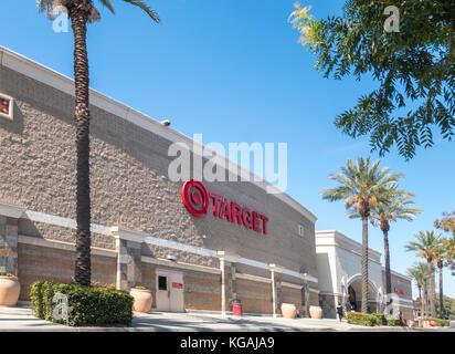 Target Store Visalia Kalifornien. Packwood Creek Shopping Center. - Stockfoto