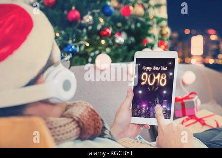frohes neues jahr 2018 feuerwerke bunt stockfoto bild 129899510 alamy. Black Bedroom Furniture Sets. Home Design Ideas