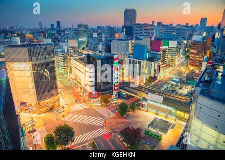Tokio. stadtbild Bild von Shibuya Crossing in Tokio, Japan bei Sonnenaufgang. - Stockfoto