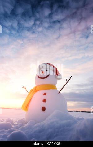 Lustige Schneemann in Santa Hut - Stockfoto