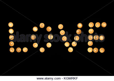 Valentin Kerzen. Liebe mit brennenden Kerzen gemacht. Valentines Tag Konzept - Stockfoto