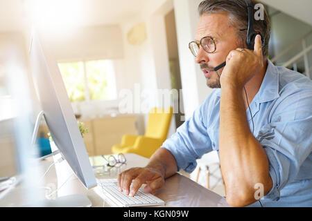 Unternehmer, die von zu Hause aus arbeiten, Telearbeit - Stockfoto