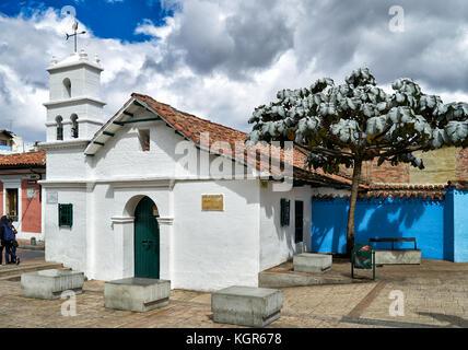 Kleine Kapelle Ermita de San Miguel del Príncipe am Plaza Chorro de Quevedo, Bogota, Kolumbien, Südamerika - Stockfoto