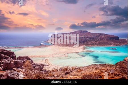 Balos Beach, Griechenland Insel. Sonnenuntergang über der Lagune von Balos auf Kreta.