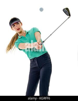 eine Kaukasische Frau Frau Golfer Golfen im Studio isoliert auf weißem Hintergrund - Stockfoto