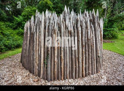 Australien, New South Wales, Central Coast, Terpentin pole Kunst Installation mit dem Titel 'Zuflucht' am Edogawa - Stockfoto