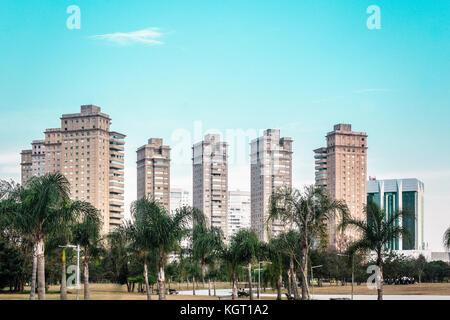 Foto von Gebäuden in der Nähe von Villa-Lobos Park in San Paulo (São Paulo), Brasilien (Brasil) - Stockfoto