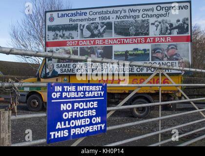 Blackpool, Lancashire, UK. 11 Nov, 2017. Baustelle Anweisungen bis zu 200 Demonstranten für Anti-Fracking Rallye - Stockfoto