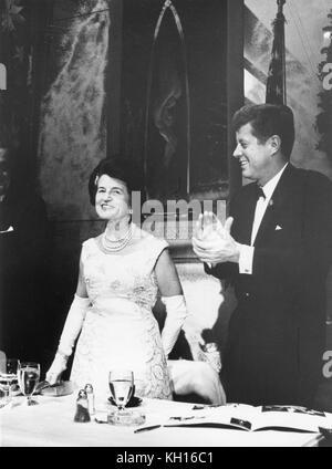 Präsident John F. Kennedy und seine Mutter Frau Rose Kennedy auf der Ersten Internationalen Auszeichnungen Abendessen - Stockfoto