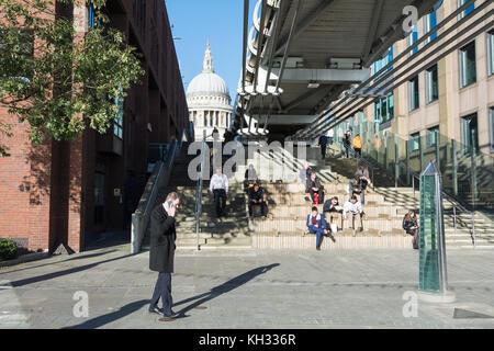 Peter's Hill einen Fußgängerweg, die von der Themse aus der St. Paul's Cathedral, London, EC4, UK - Stockfoto