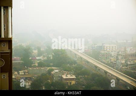 Über noida Delhi Gurgaon am Morgen Smog - Stockfoto