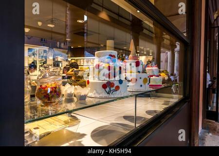 Cake Shop im Zentrum von Bologna, Bologna, Italien. - Stockfoto