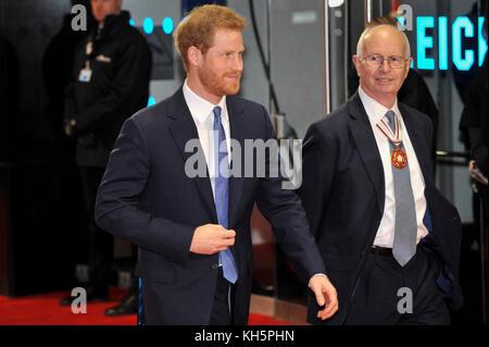 London, Großbritannien. 13 Nov, 2017. Seine königliche Hoheit Prinz Harry kommt an der Jungfrau Geld geben Mind - Stockfoto