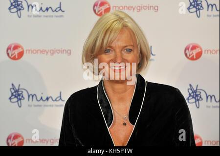 London, Großbritannien. 13 Nov, 2017. Alice Bier, TV-Moderatorin, auf dem roten Teppich an der Jungfrau Geld geben - Stockfoto
