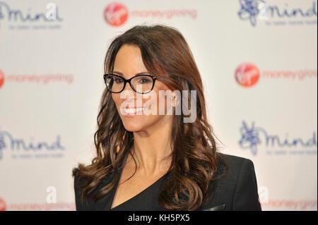 London, Großbritannien. 13 Nov, 2017. Andrea McLean, TV-Moderatorin, auf dem roten Teppich an der Jungfrau Geld - Stockfoto