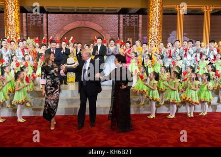 Us-Präsident Donald Trump, erste Dame melania Trump, der chinesische Präsident Xi Jinping, und seine Frau Peng Liyuan - Stockfoto