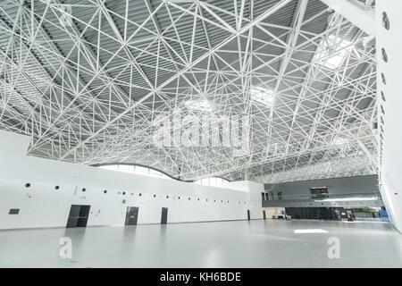 Flughafen Zagreb - 24. April 2017: Innenansicht der Abflugterminal. - Stockfoto