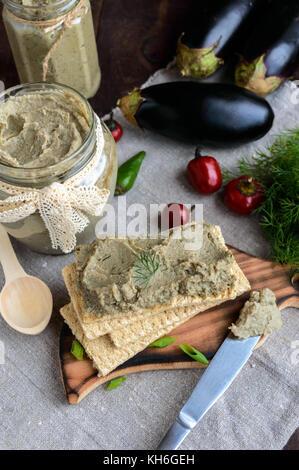 Sanfte einfügen, Einfügen von der Aubergine. diätetische Gerichte. Auf einem knackigen Kalorienarme Diät Fitness - Stockfoto