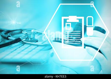 Digitale Hintergrund mit Not Zeichen gegen Close-up Keyboard mit Stethoskop - Stockfoto