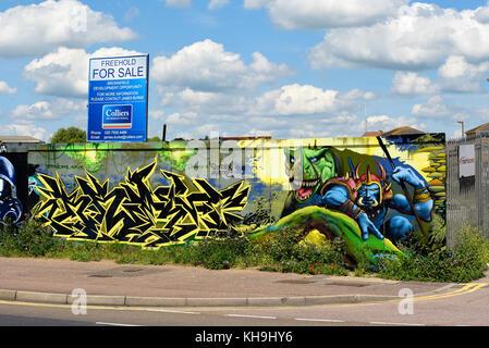 Graffiti Kunstwerk auf Baustelle Horten in Southend on Sea. Durch Schöne Künste und John Bulley. Früher Esplanade - Stockfoto
