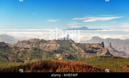 Die Berge im Inland von Pico de las Nieves (Gipfel von Gran Canaria) über den Roque Nublo und Teide auf Teneriffa, - Stockfoto