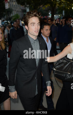 "New York, NY - August 8: Robert Pattinson ""gute Zeit"" New York Premiere an der sva Theater am 8. August 2017 in - Stockfoto"
