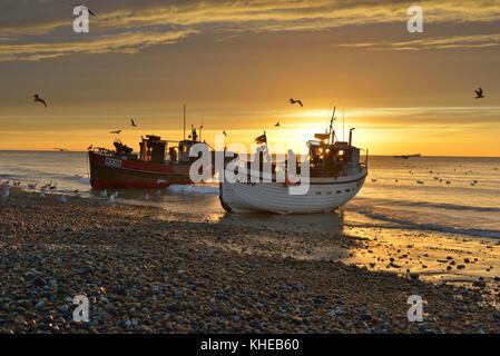 Strand - gestartet Fischerboote auf Stade Strand, Altstadt, Hastings, England, Großbritannien - Stockfoto
