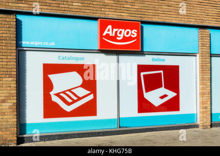 Optionen der Katalog oder online shopping bei einem Argos Shop. - Stockfoto