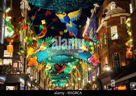 Weihnachtslichter auf Carnaby Street, London England United Kingdom UK - Stockfoto