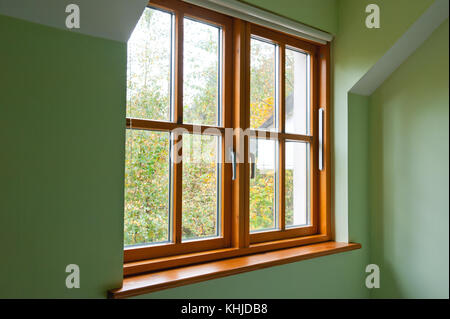 eiche holz fensterbank mit doppelt verglaste fenster und teelicht stockfoto bild 116358358 alamy. Black Bedroom Furniture Sets. Home Design Ideas