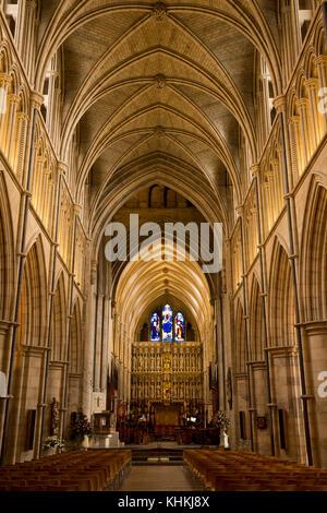 UK, London, Southwark Cathedral, Interieur, Kirchenschiff und Altar - Stockfoto