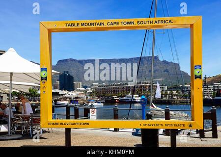 Foto Rahmen auf der Uferpromenade mit dem Tafelberg, Kapstadt, Western Cape, Südafrika - Stockfoto
