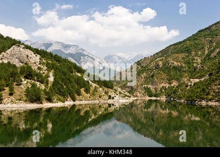 Komani See in Albanien - Stockfoto